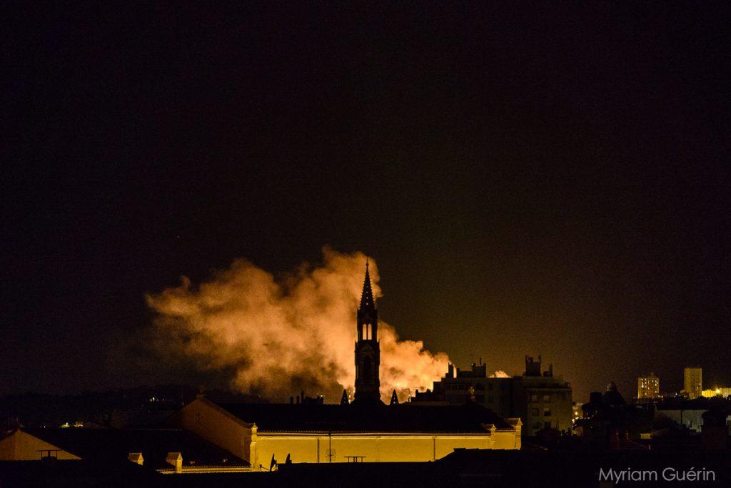vue de nimes toits nuit